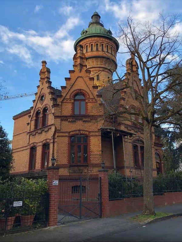 App-guided Tour Wiesbaden: Graffiti, Villen und verwegene Pfade